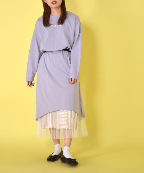 カットソーワンピース×白チュールスカートのコーデ画像
