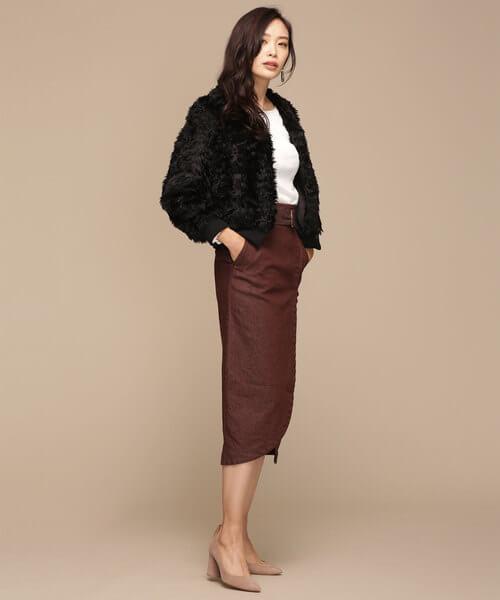 黒ファーブルゾン×タイトスカートのコーデ画像