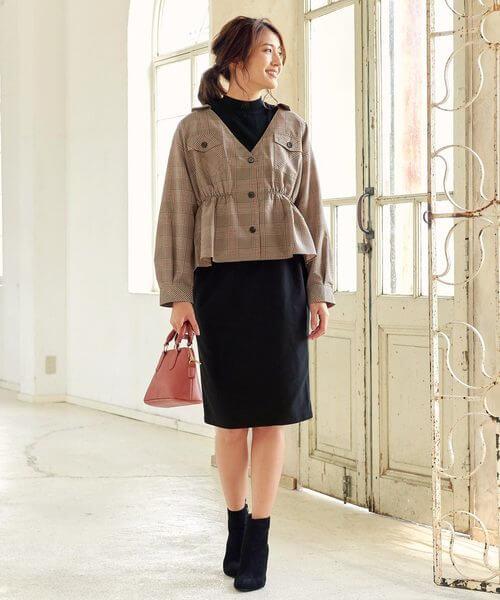 グレンチェックシャツ×黒タイトスカートのコーデ画像
