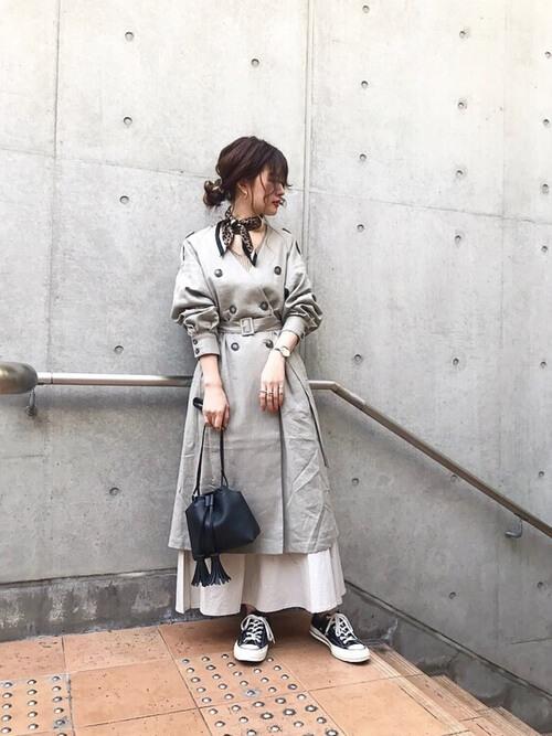 レオパード柄スカーフ×トレンチコートのコーデ画像