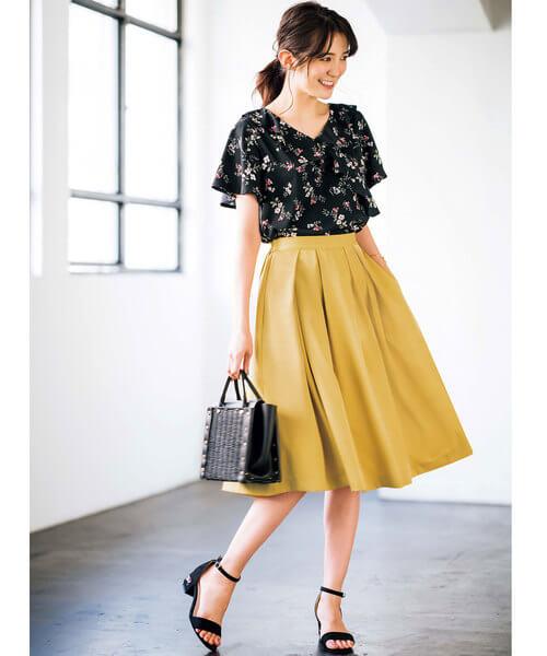 花柄ブラウス×フレアボックススカートのコーデ画像