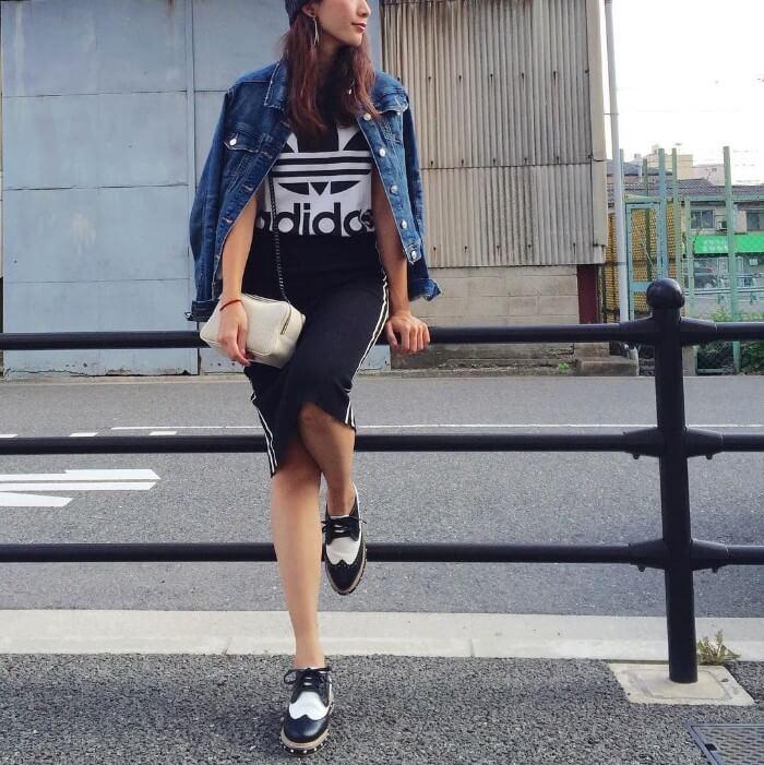 ジャージタイトスカート×デニムジャケットのコーデ画像