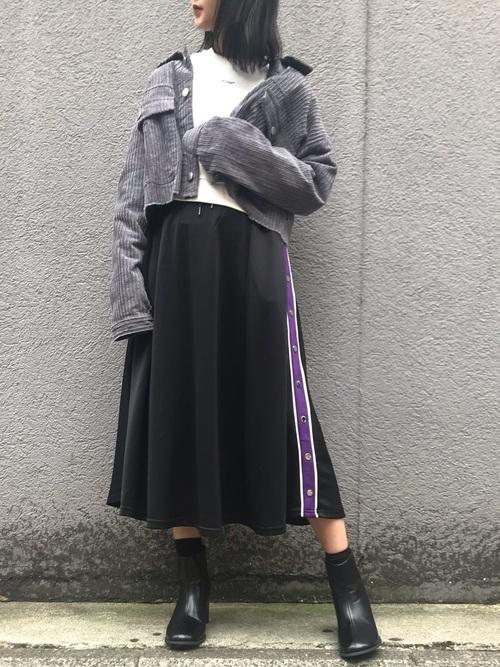 グレー×黒で落ち着きのあるストリートコーデ画像