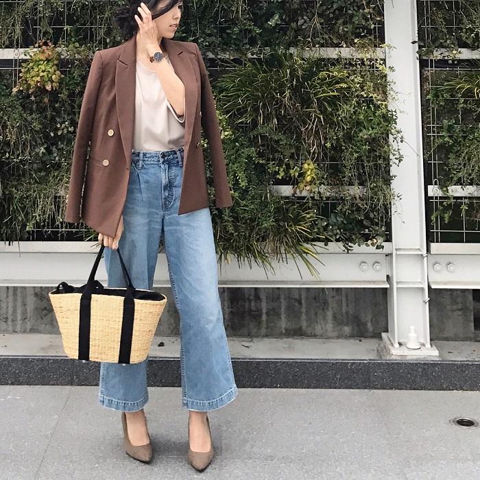 ブラウンテーラードジャケット×デニムワイドパンツのコーデ画像