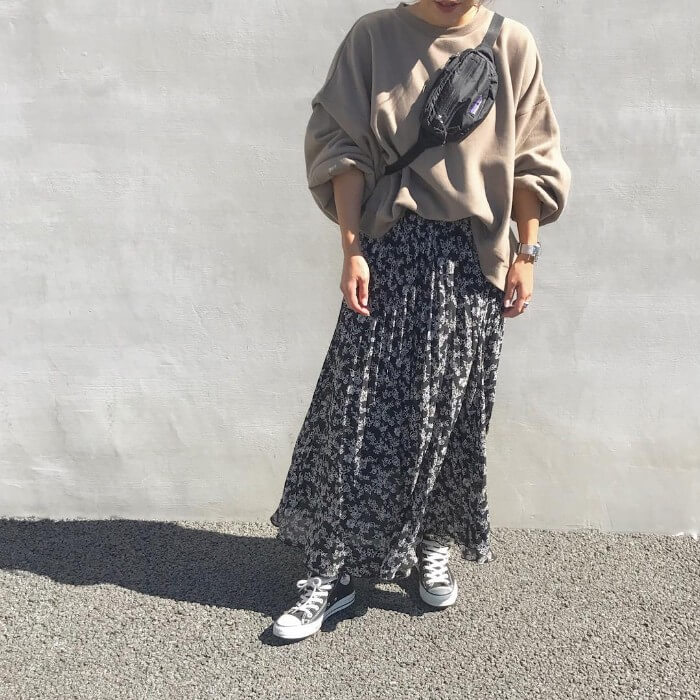 春スカートとスウェット・ロンTと合わせた画像