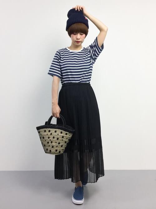 黒シースルースカート×ボーダーTシャツのコーデ画像