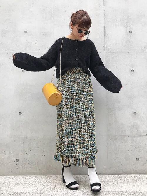 ツイードタイトスカート×白靴下のコーデ画像