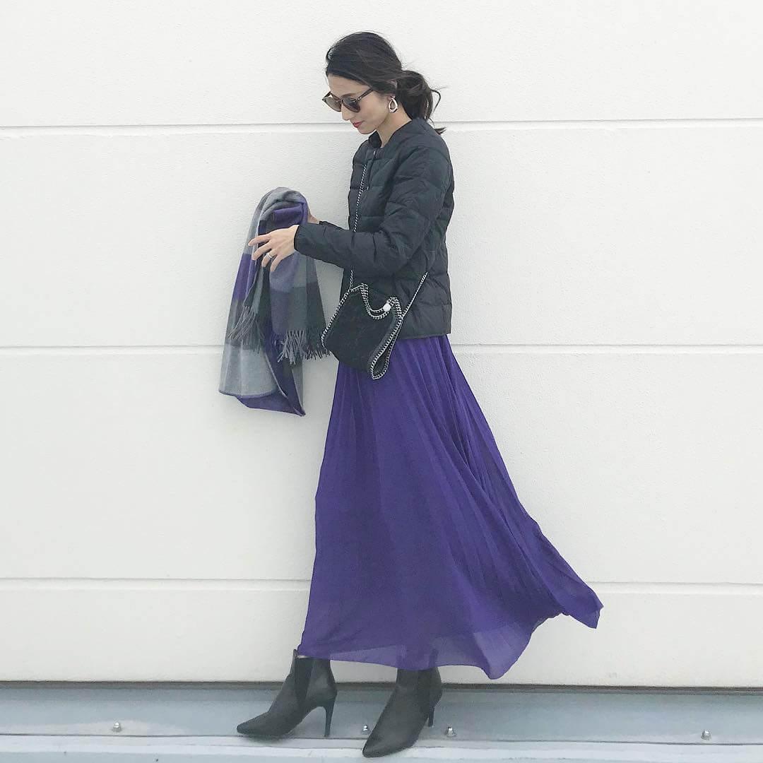 シフォンフレアスカート×ダウンジャケットのコーデ画像