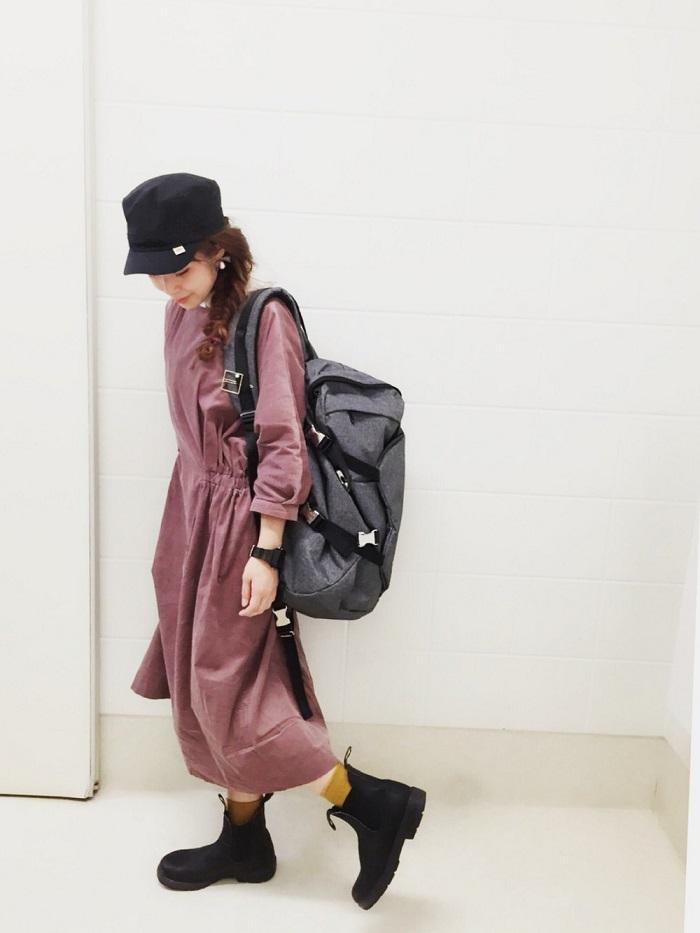レイン仕様のサイドゴアブーツを履いたコーデ写真