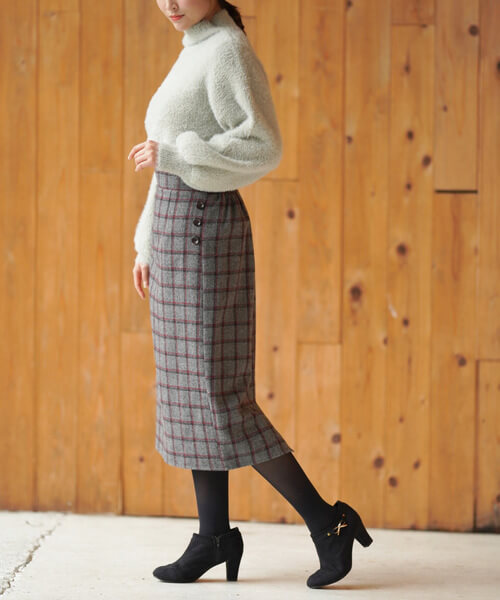 グレーニット×グレーチェックタイトスカートのコーデ画像
