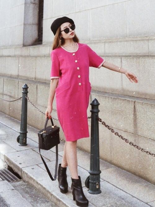 ピンクのワンピースのコーデ画像