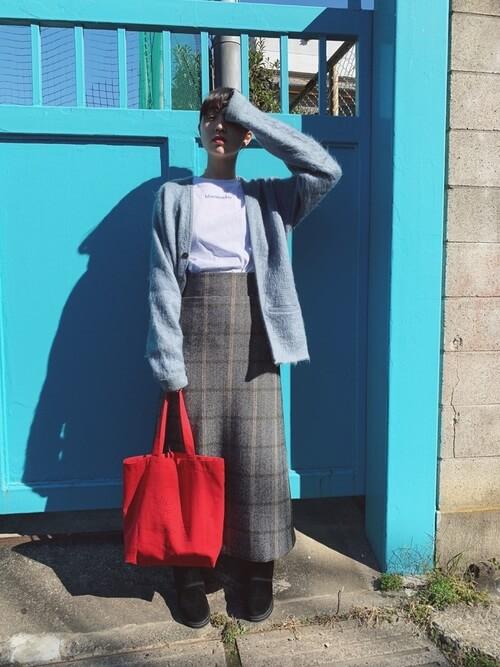 チェックロングスカート×ゆるカーディガンのコーデ画像