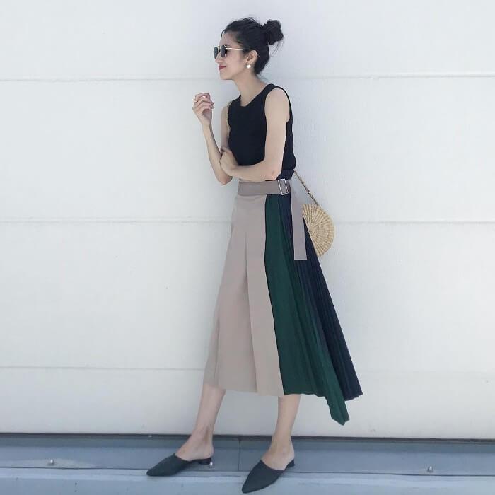 特別感のあるスカートを際立たせたコーデ画像