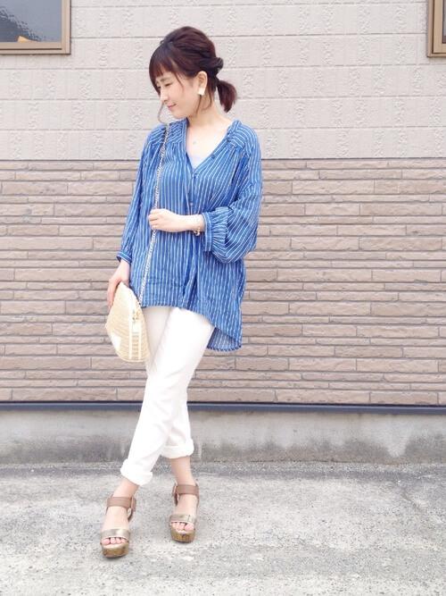 ロングシャツ×白スキニーのコーデ画像