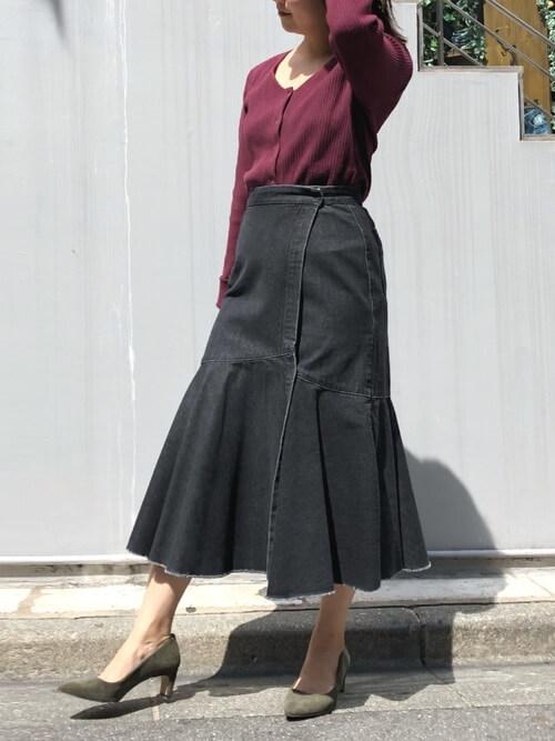 カーディガン×デニムマーメイドスカートのコーデ画像