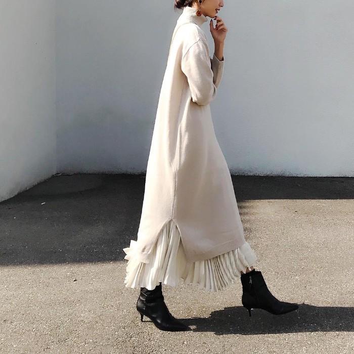 ニットワンピ×プリーツスカートのコーデ画像