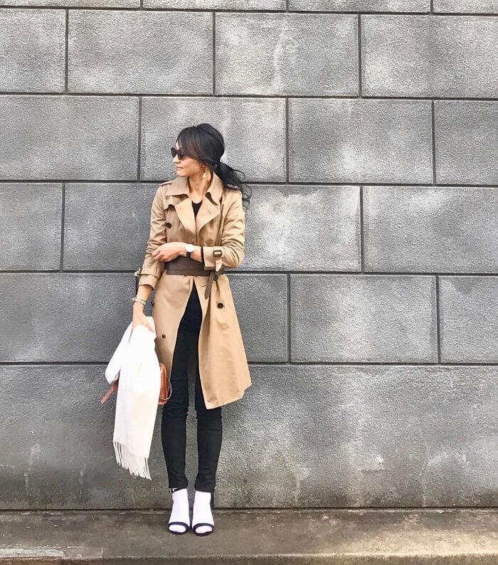 白靴下でコンサバスタイルのコーデ画像