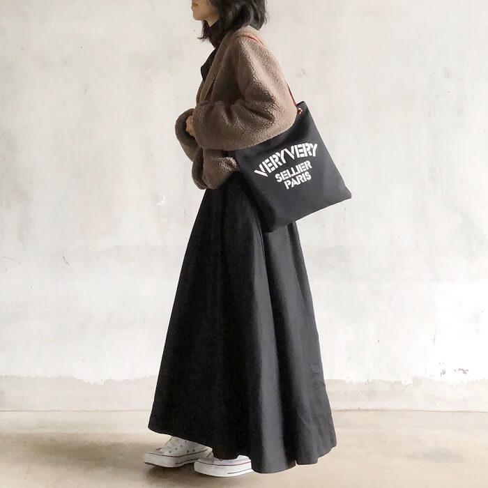 ボアジャケット×タフタスカートのコーデ画像