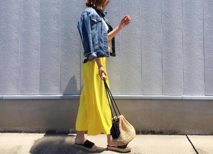 レモン色ワイドパンツとアウターのデニムGジャン画像