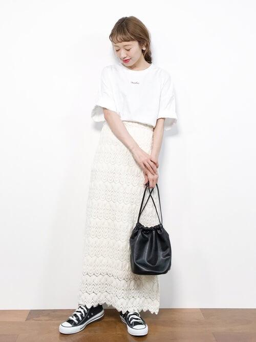 白レースタイトスカート×ホワイトコーデのコーデ画像