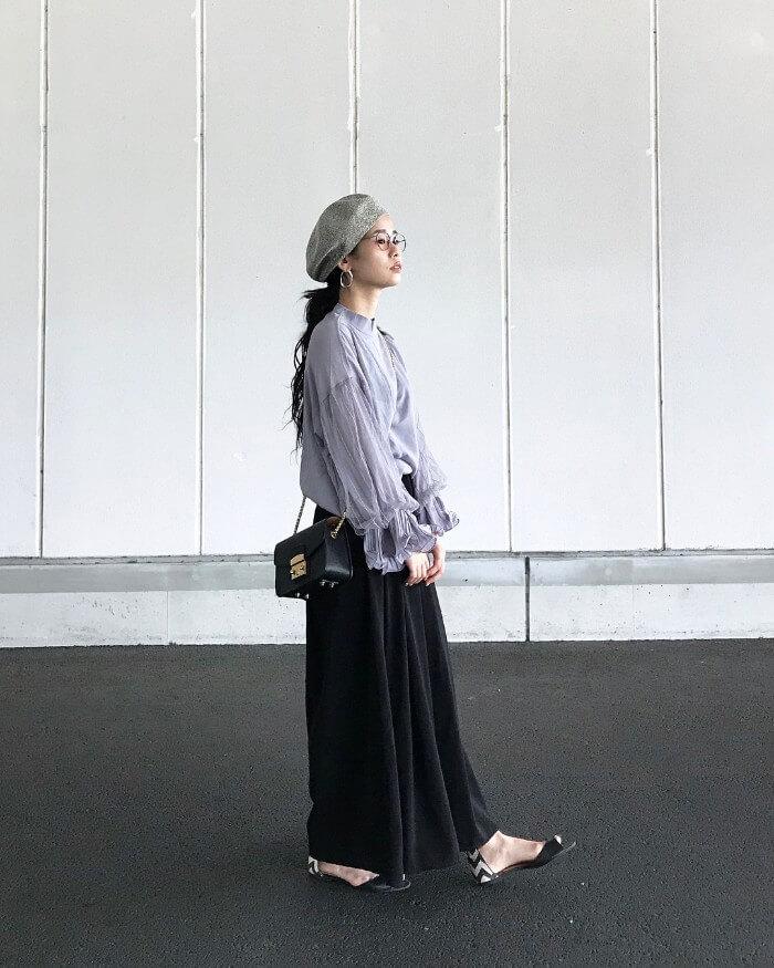 グレーのベレー帽のコーデ画像