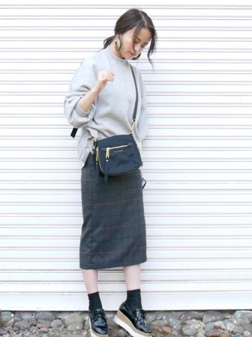 グレースウェット×チェックタイトスカートのコーデ画像