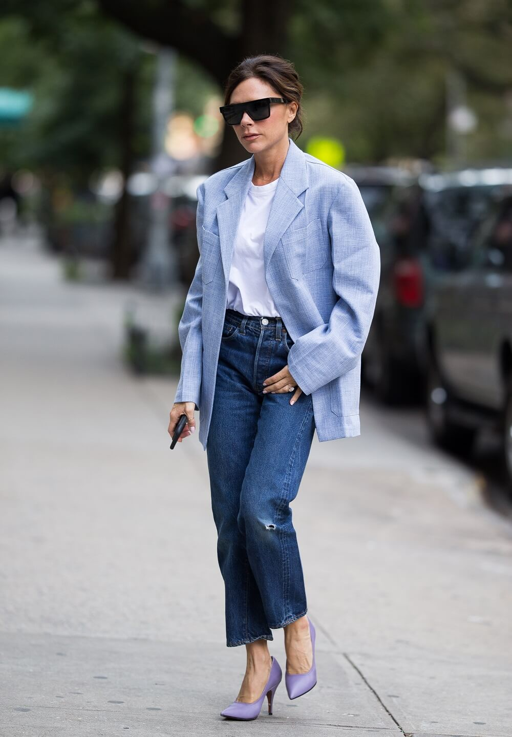 ヴィクトリア・ベッカムの私服ファッション写真(デニム×ジャケットスタイル)