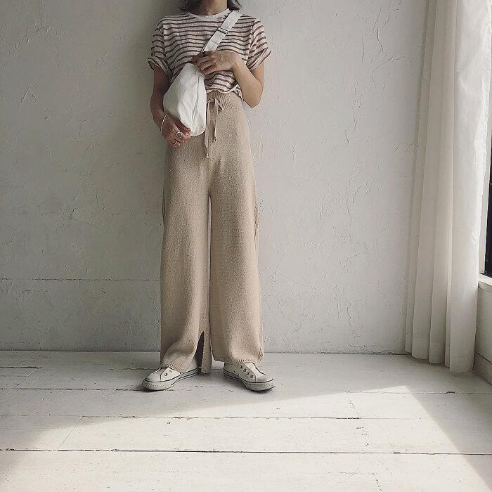 気温25度のボーダーTシャツ×リネンパンツの半袖コーデ画像