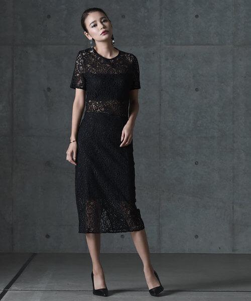総レースタイト黒ドレスの画像