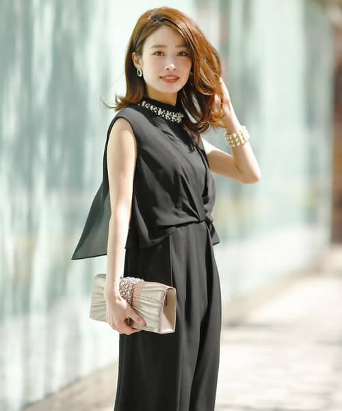 黒ドレス×バングル・ブレスレットのコーデ画像