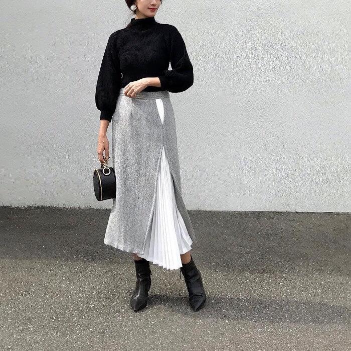 ブラックのニット×デザインヘムスカートのコーデ画像