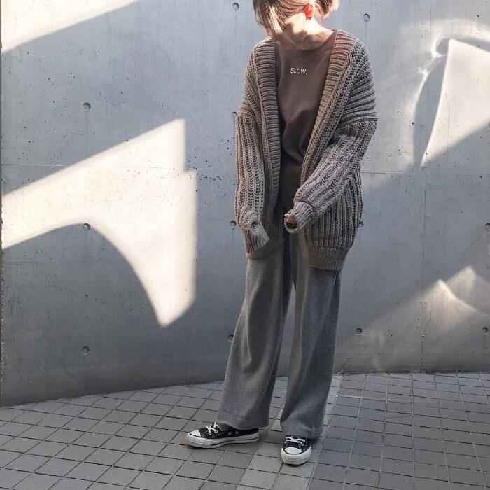 ざっくりカーディガン×ワイドパンツのコーデ画像