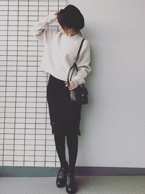 プチプラ黒レーススカート×ショート丈ニットのコーデ画像