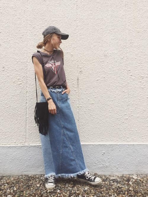 タンクトップ×デニムスカートのコーデ画像
