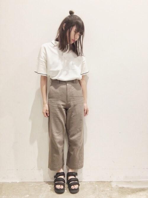 綿麻パンツで「きちんと」と「ゆったり」を両立したコーデ画像