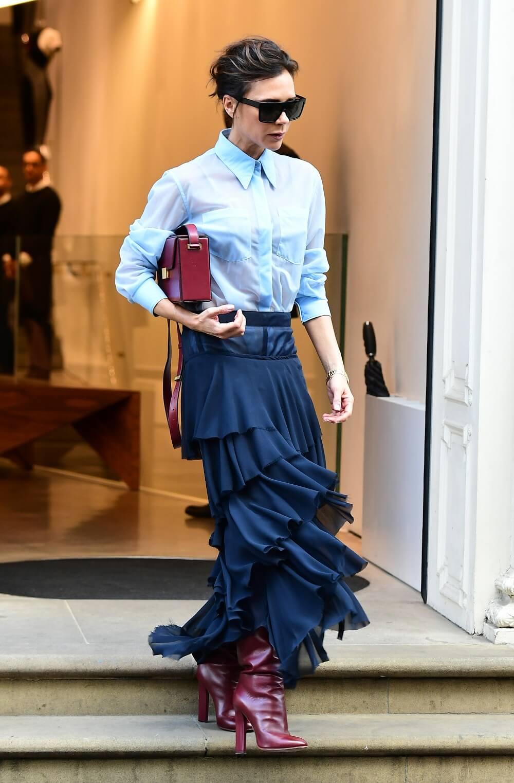 ヴィクトリア・ベッカムの私服ファッション写真(フリルスカート)