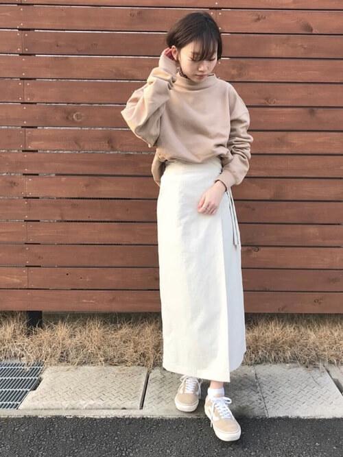 白ラップスカート×「ベージュ」VANSオールドスクールのコーデ画像