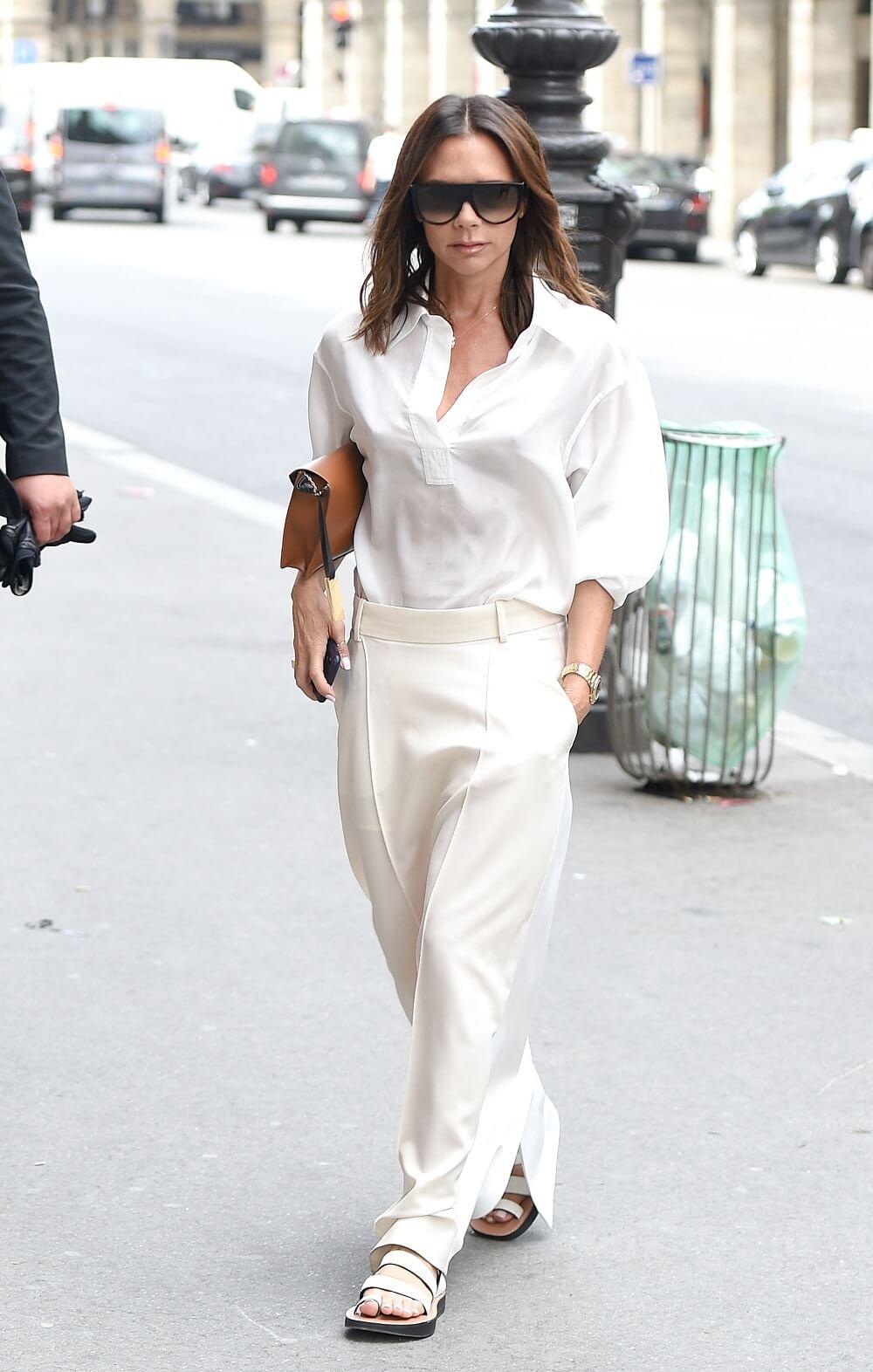 ヴィクトリア・ベッカムの私服ファッション写真(オールホワイトのセットアップ)