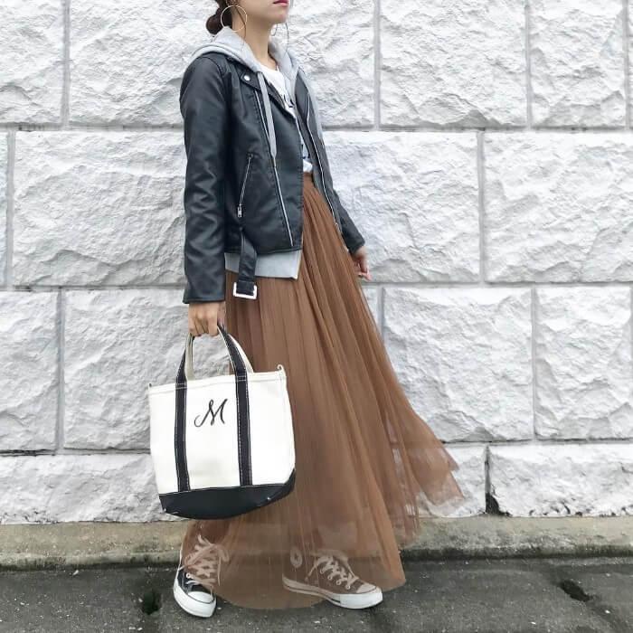 ライダースジャケット×透けスカートのコーデ画像