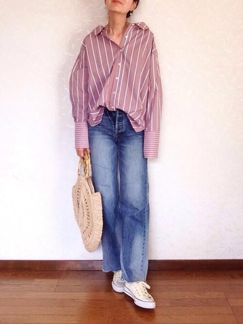 赤×白ストライプシャツのコーデ画像
