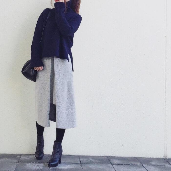 ブルーニット×ボックススカートのコーデ画像