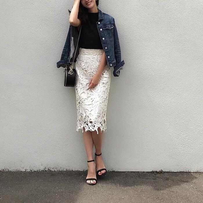 白レースタイトスカート×デニムジャケットのコーデ画像