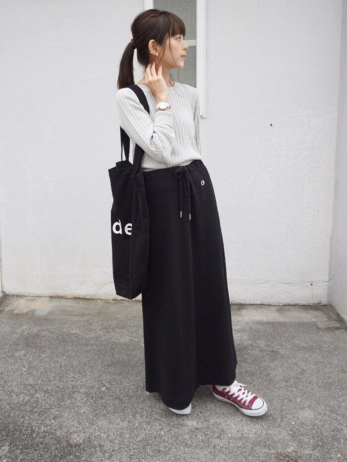 スウェットスカートのコーデ写真