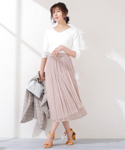 ピンクの膝丈フレアスカートのコーデ画像