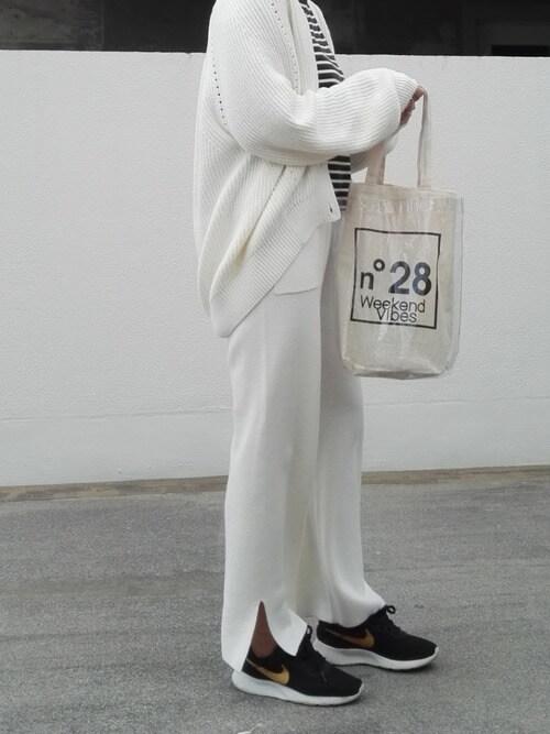 白ミラノリブワイドパンツ×白カーディガン
