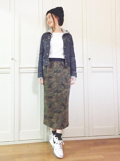カモフラ柄スカートのコーデ画像