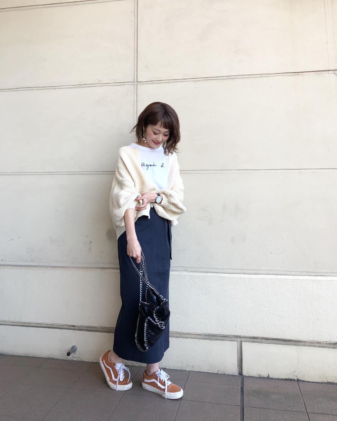 パフスリーブカーディガン×タイトスカートのコーデ画像