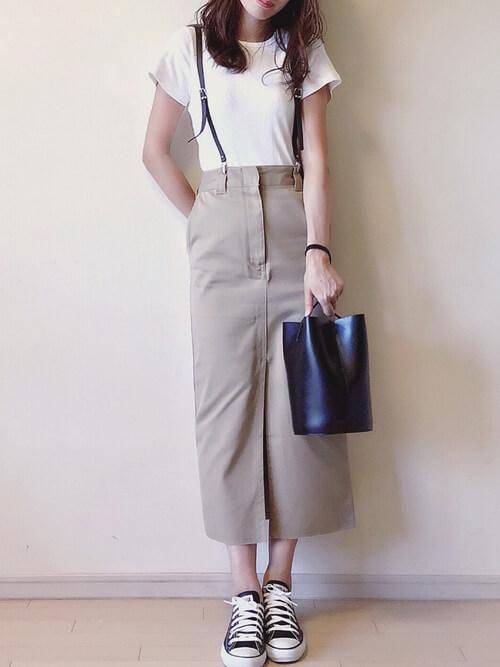 ブラウンサスペンダー×ベージュタイトスカートのコーデ画像