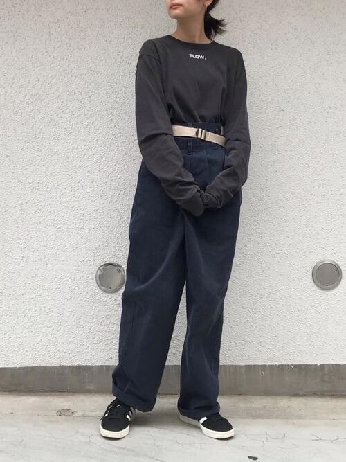 ネイビーワイドパンツ×黒BIGロンTのコーデ画像