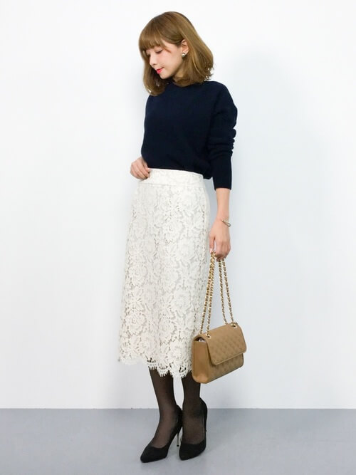 白レースタイトスカート×黒タイツのコーデ画像